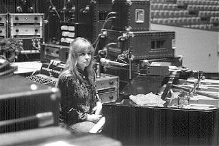 Sandy Denny at Fairport Convention sound check, Indiana State Univ., Bloomington IN, 18 Oct 74